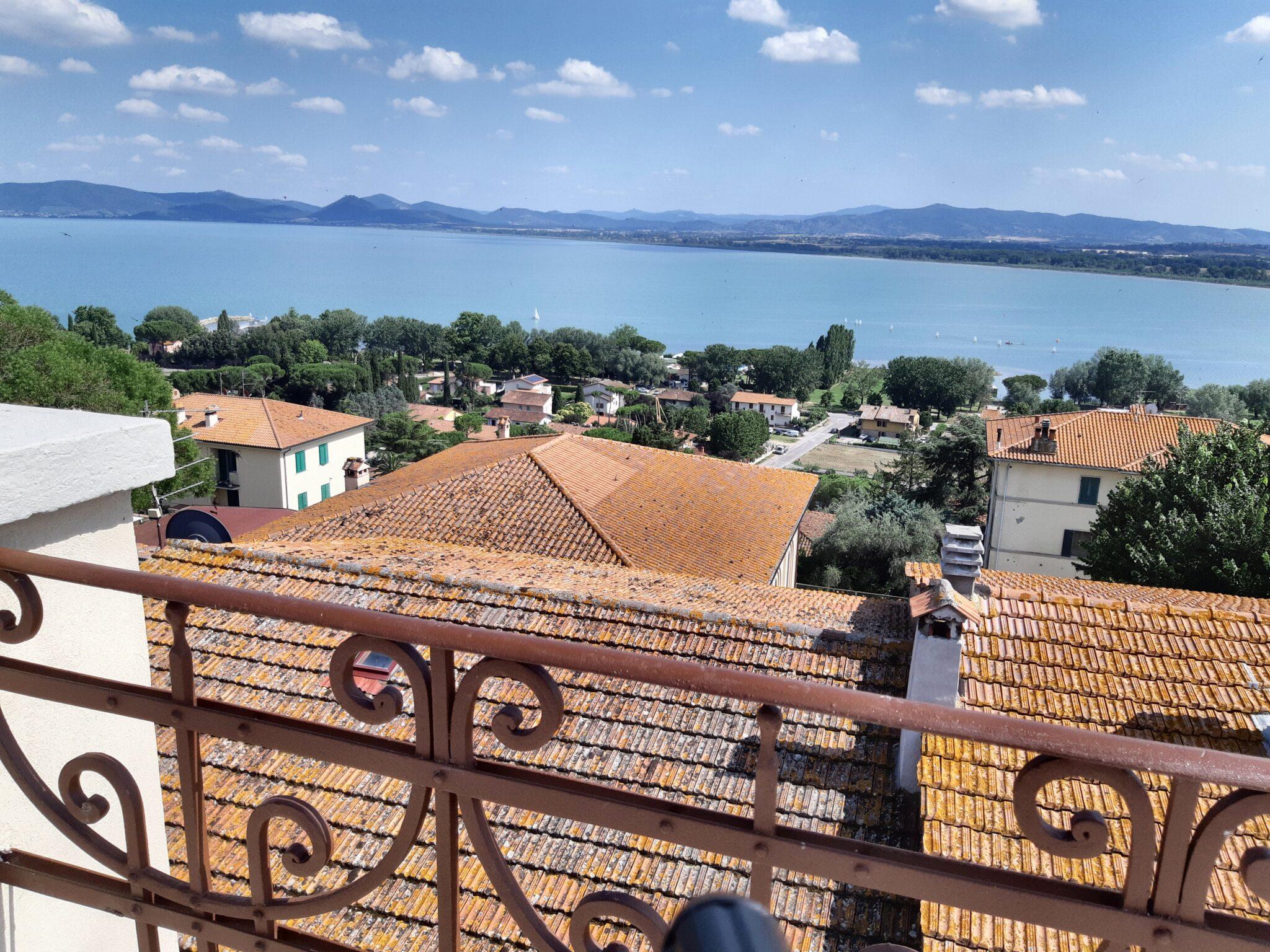 Una vista su tutto il <b>Lago Trasimeno</b>
